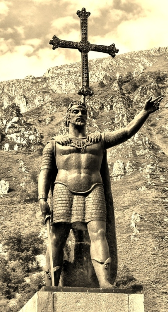 Estatua de don Pelayo en Covadonga (Asturias)
