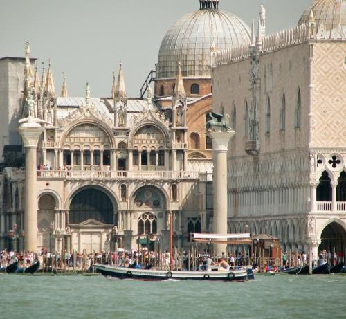 Puerto de la plaza de San Marcos en Venecia 1